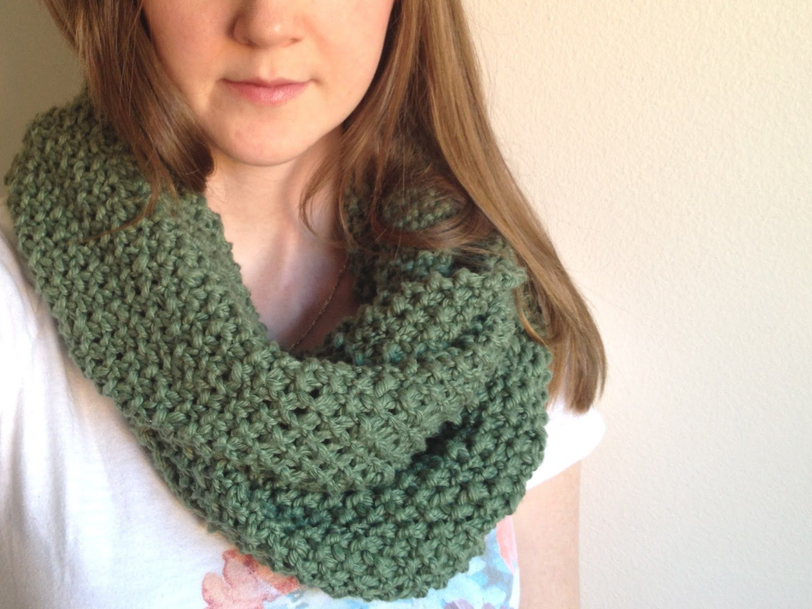 Knitting For Beginners Scarf : Free infinity scarf pattern for beginners