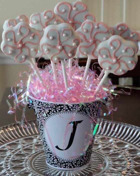 http://sweettreatsbydavalons.com/ cake pop flowers!