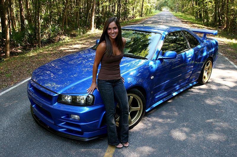 Nissan Skyline Girl
