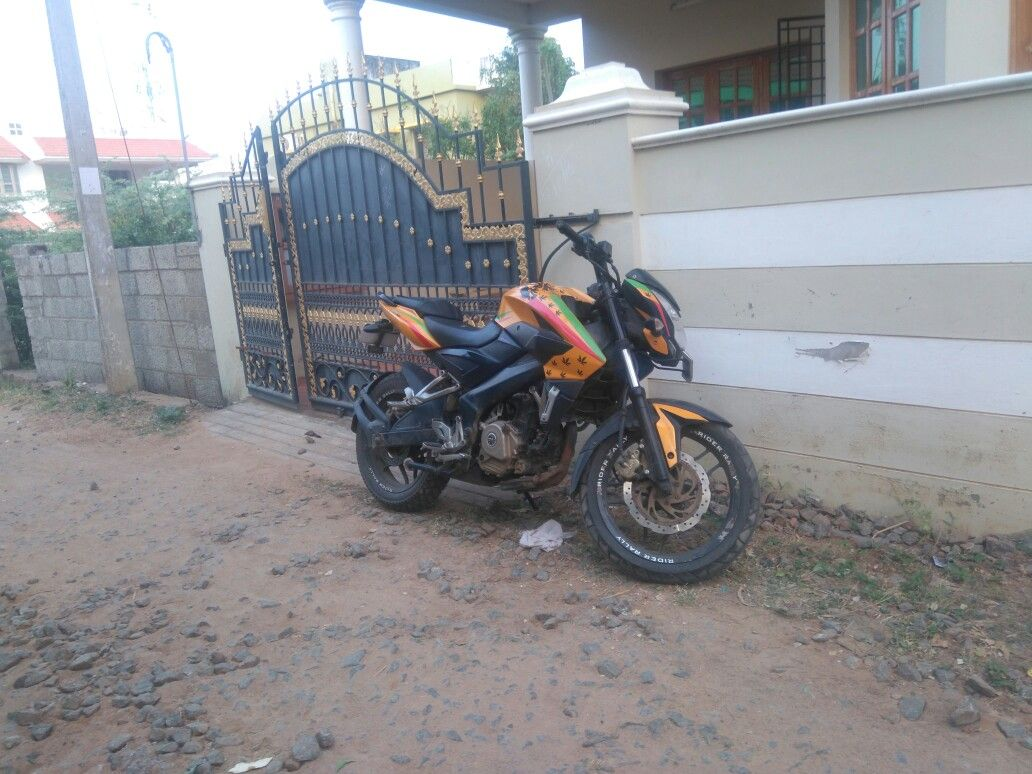 Pulsar 200ns modal sticker vehicles motorcycle
