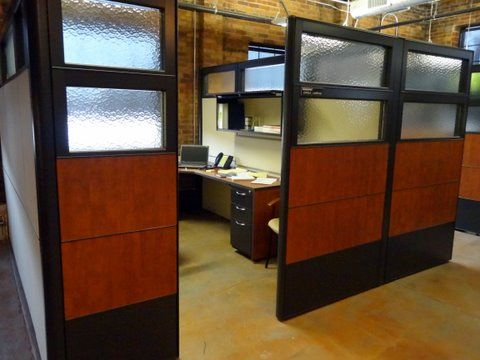 Standalone cubicle room with laminate and glass panels by connecting elements