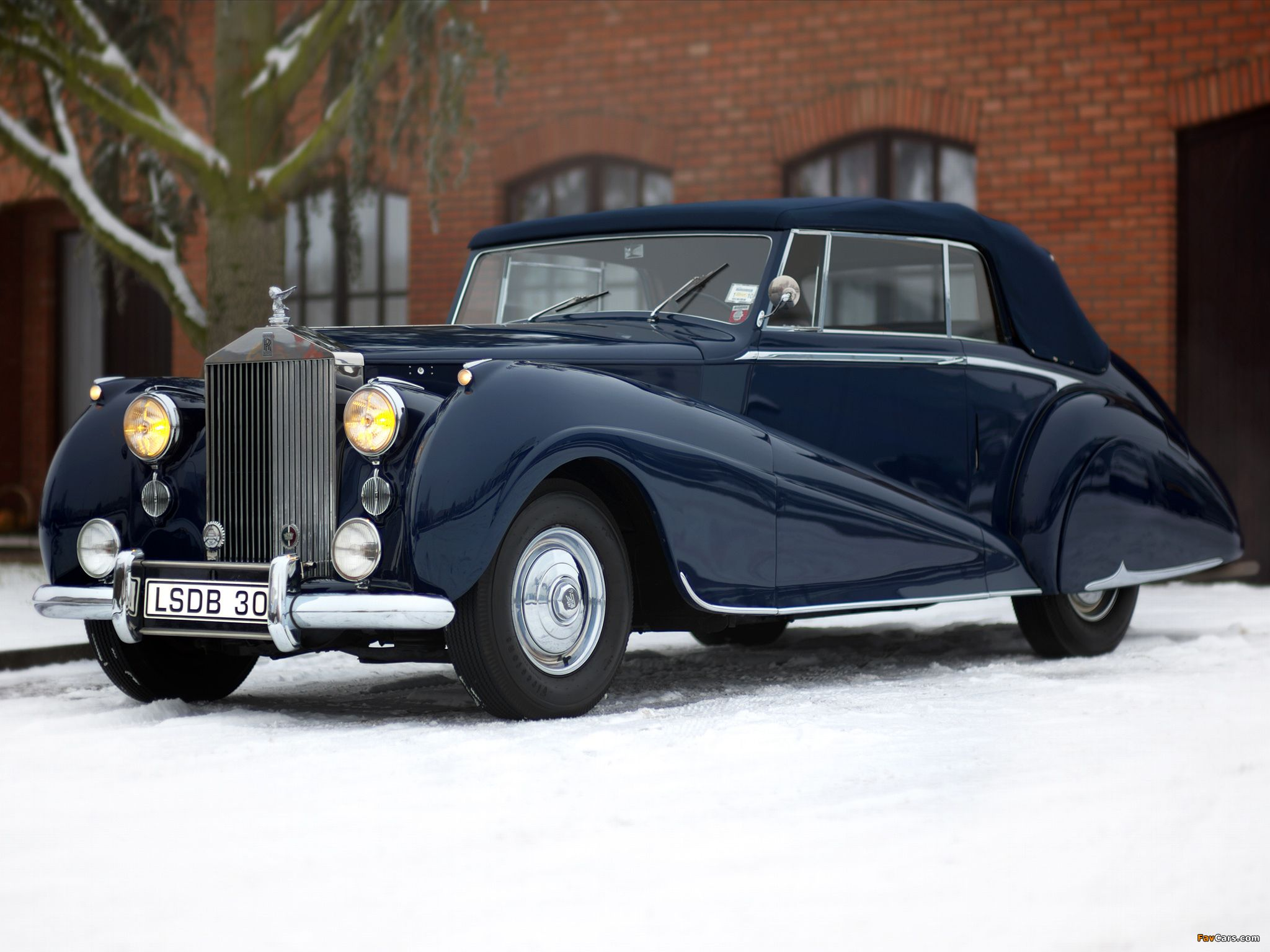 Rolls royce silver dawn drophead coupe by park ward 1950
