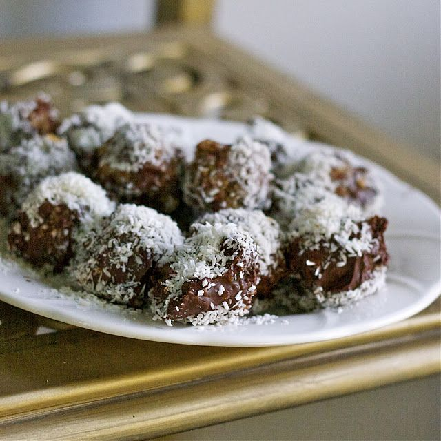 Coconut date balls with chocolate. Party in my mouth!