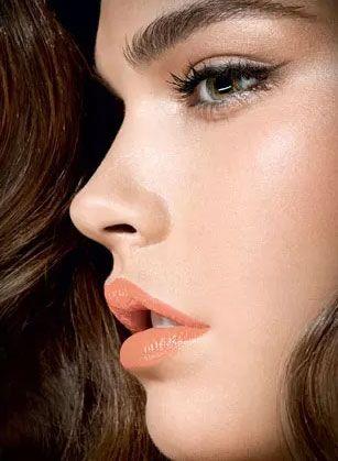 Make neutro: Aprenda a usar tons pastel nos olhos, lábios e maçãs