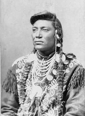 Chief Little Head - Crow - Photographer: Frank Jay Haynes, 1883. (B&W copy)