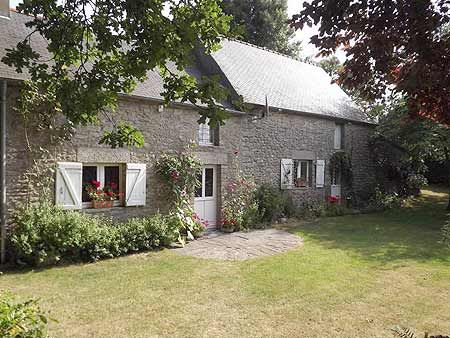 Allaire, Nr Redon, Morbihan, 3 bedroomed detached cottage with outbuilding and 2368m2 garden