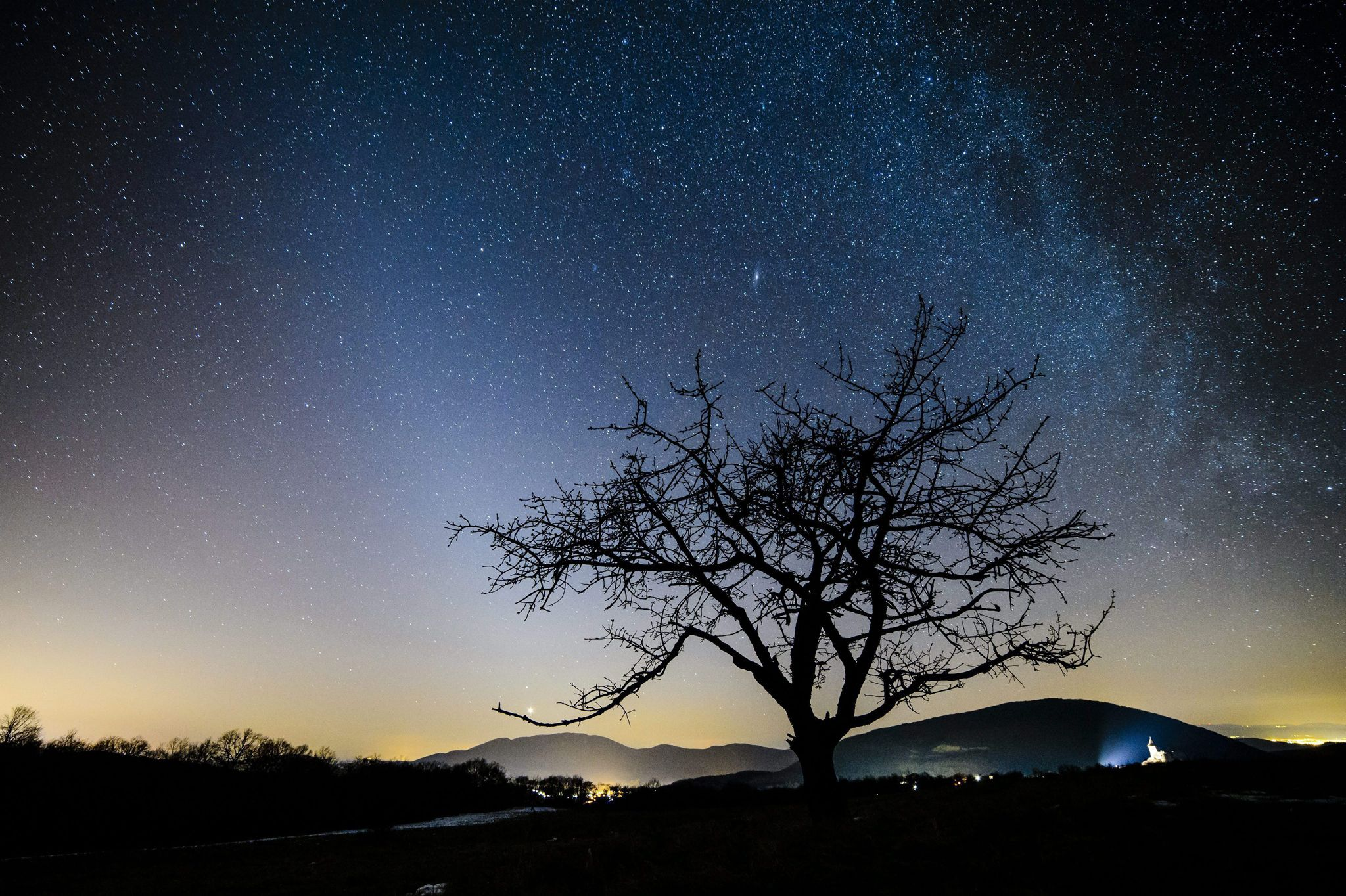 Zodiacal light L and the Milky Way R as seen from