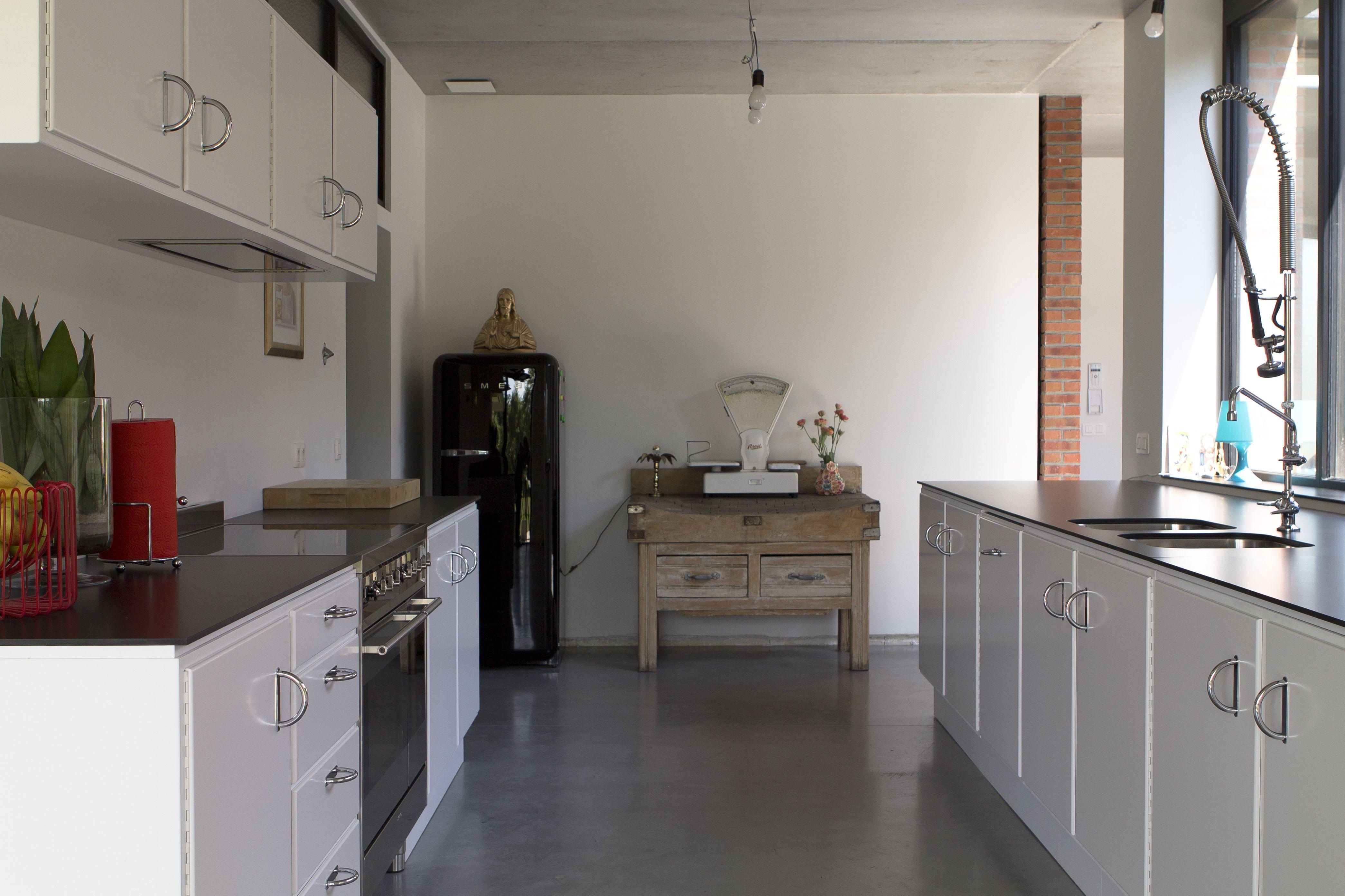 Nieuwe keuken met jaren 30 look. ontwerp en uitvoering: p & carreau