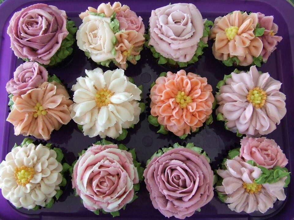 Buttercream flowers I want to learn how to do that ...