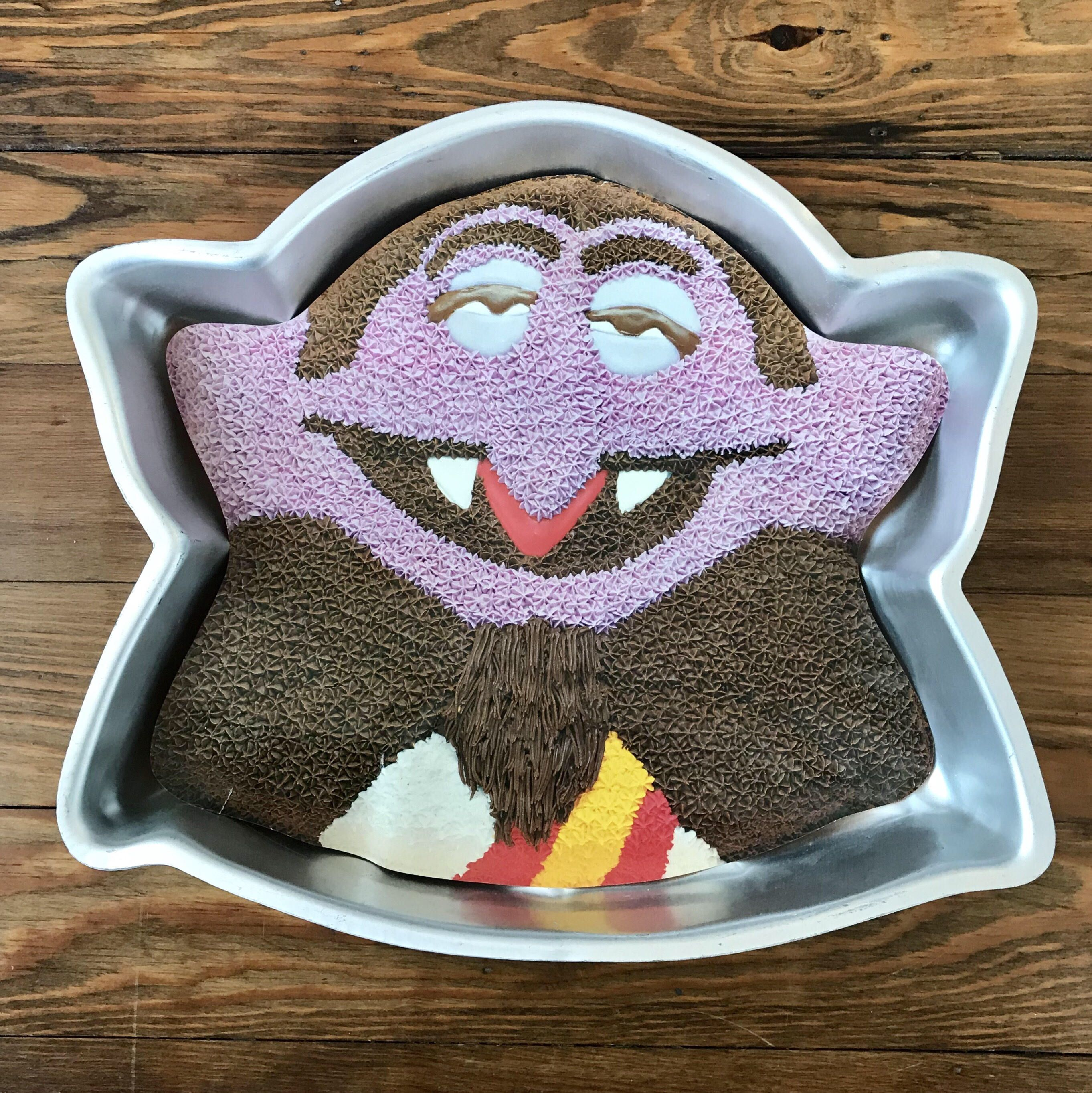I want a birthday party with all sesame street cakes