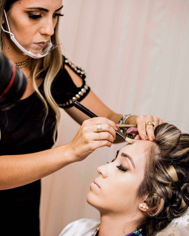 Maquiagem #noiva #express make pronta em 5 min  Quer saber como fazer???? Acessa o canal no youtube da Cinthia Zanuni  #Photo #photography #PhotoTop #amooquefaço #foto #Job #Love #instagood #photooftheday #beautiful #happy #followme #work #Lovemyjob #click #fotografia #instagram #canon #instalike #amazing #GabrielBandeiraFotografias #makeup #bride #wedding by gabrielbandeirafotografo