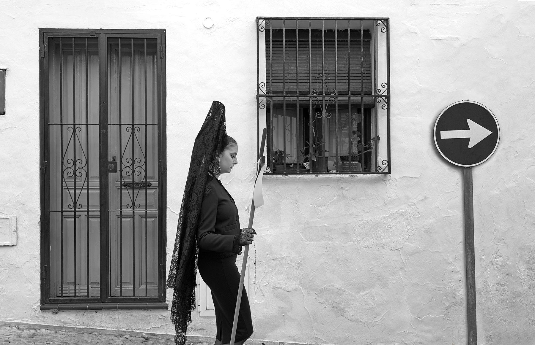 Mujer con peineta y mantilla en Semana Santa