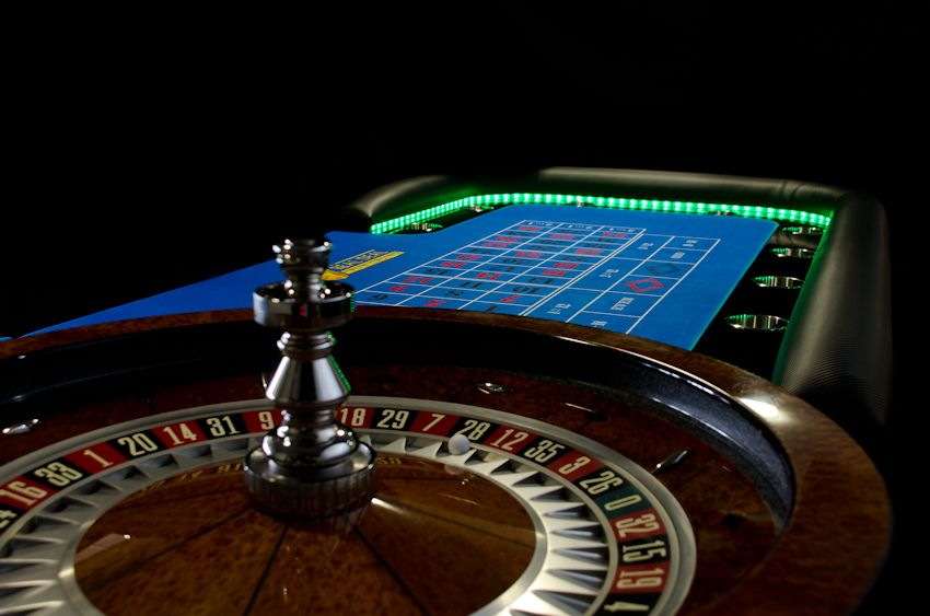 roulette wheel and table for hire with led lights trdfc casino roulette table for hire. Black Bedroom Furniture Sets. Home Design Ideas