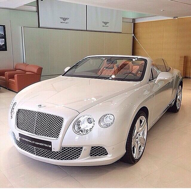 Cream Convertible Bentley ️