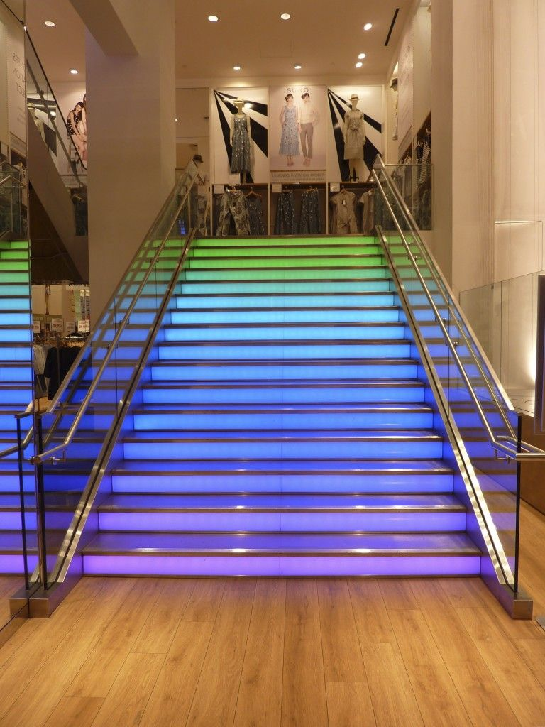 Led Stairs The Glass Stairs At Uniqlo At New York Change Colours All The Time Through