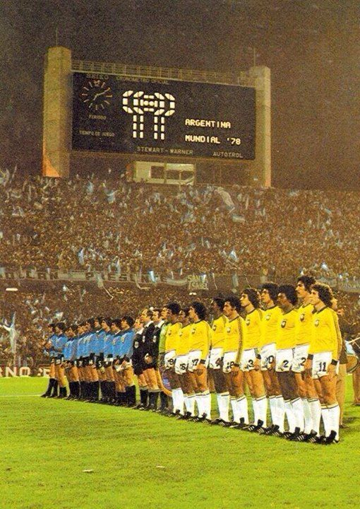 Great picture from the Brazil vs. Argentina fixture, World Cup 1978.