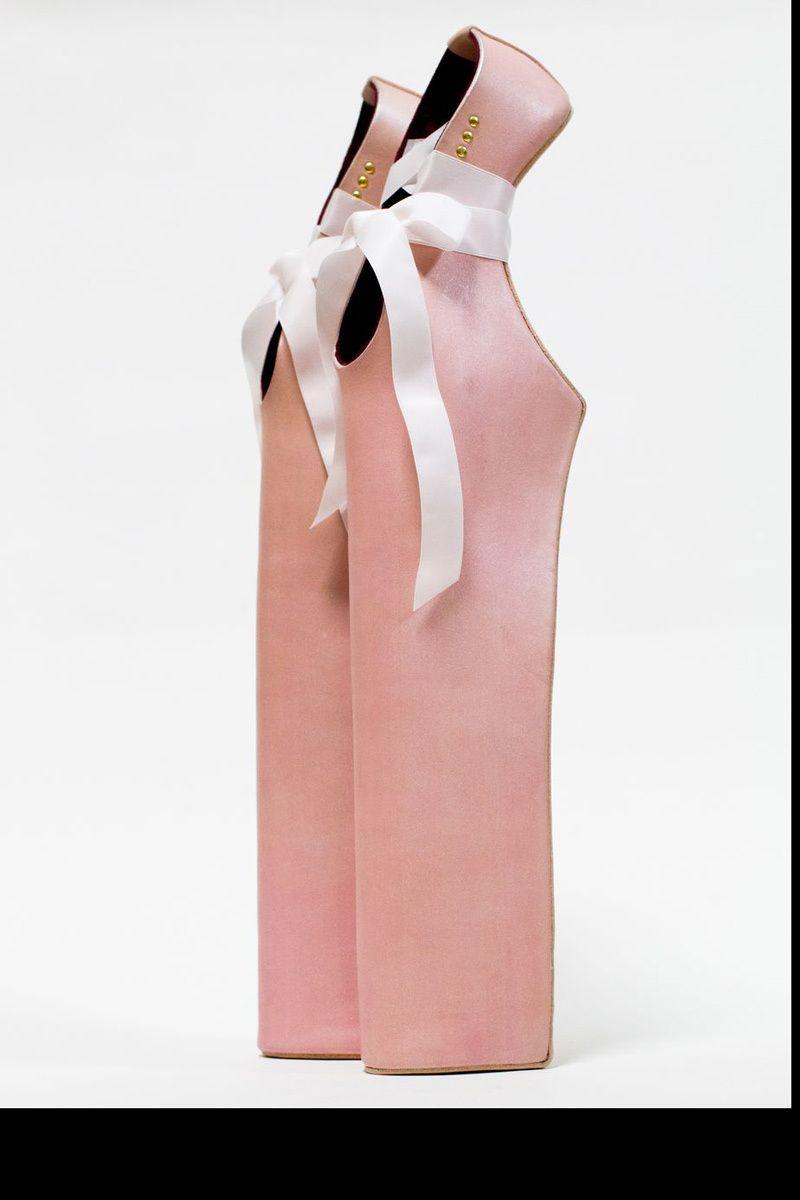 Una exposición analiza el fenómeno de los zapatos de tacón: Noritaka Tatehana (2012)