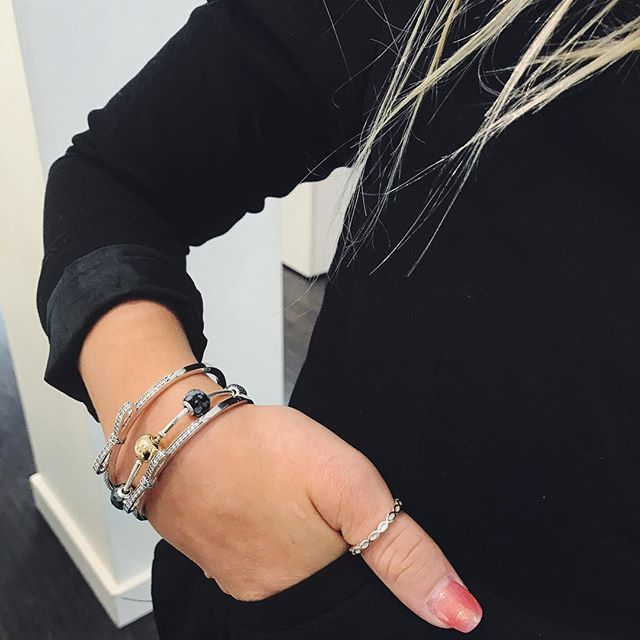 Pandoras New Sparkling Bow Bangle Is A Hit Stack It