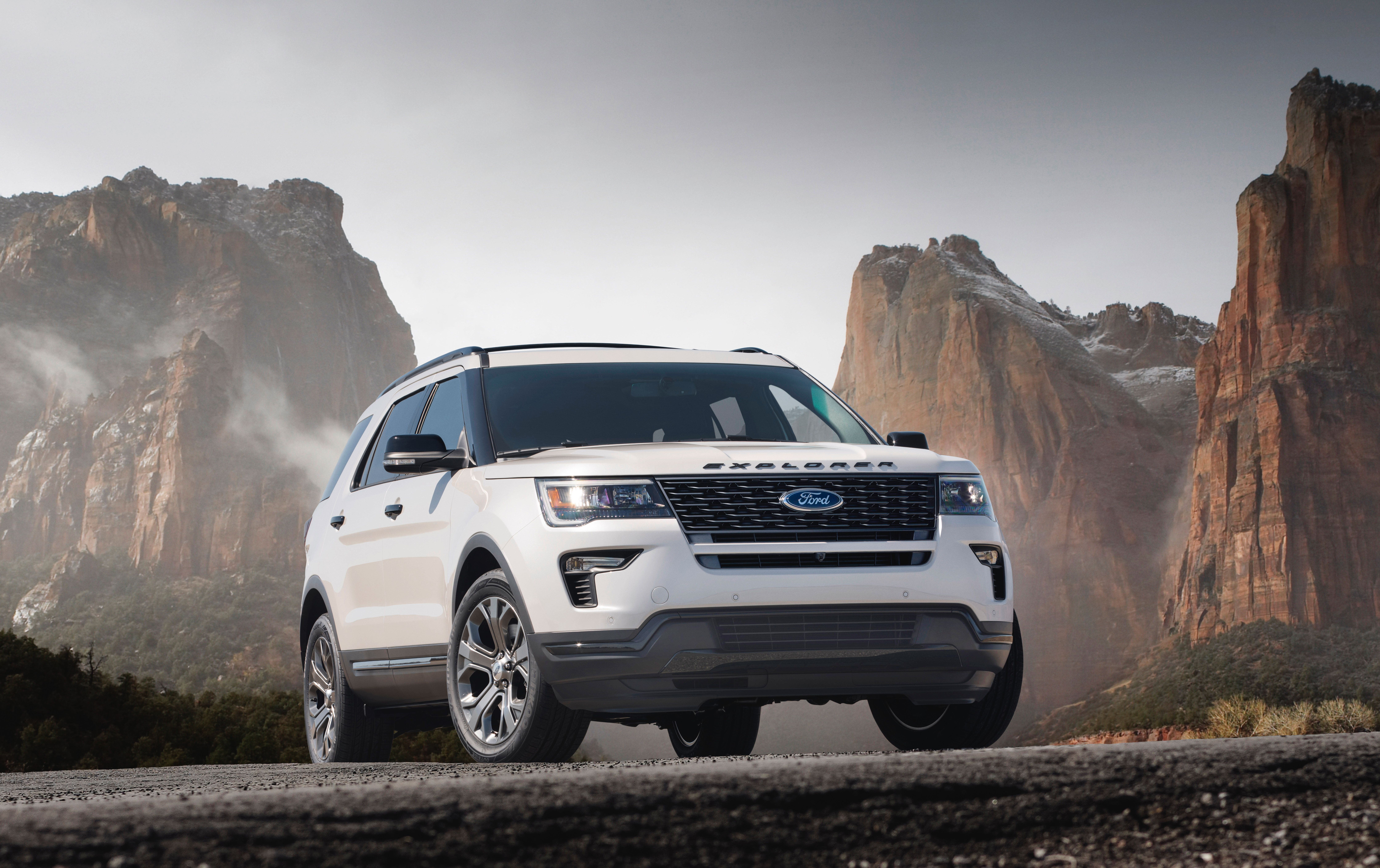 Ford Updates Looks Of The 2018 Explorer Suv With New Grille Ford