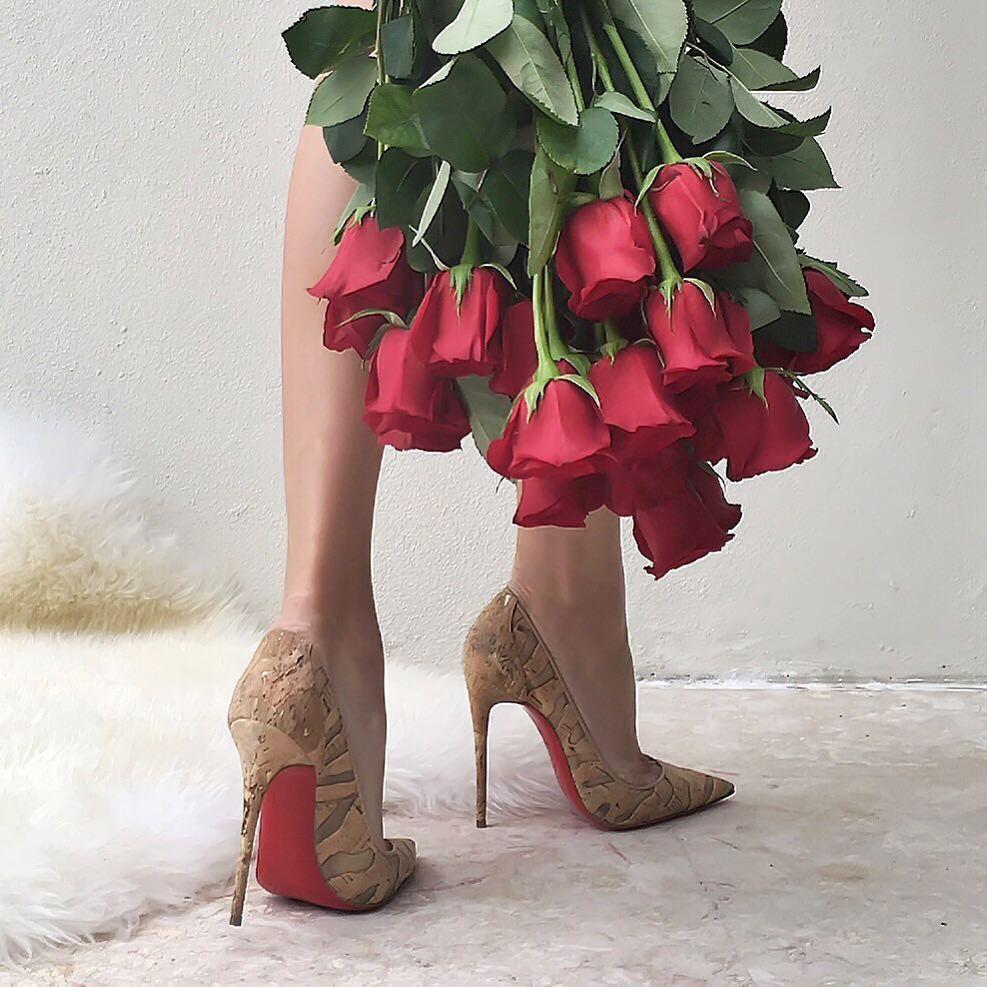 живые цветы у женских ног картинки того, чтобы