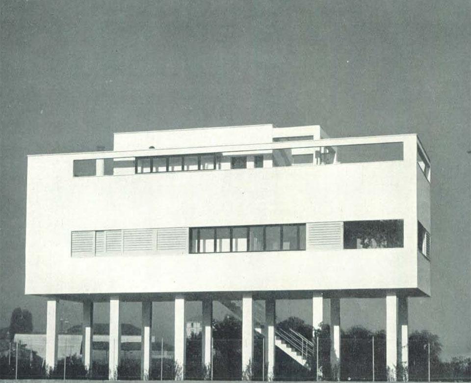 La casa palafitta dell 39 architetto figini via perrone di san martino villaggio dei giornalisti - Casa dell ottone milano ...