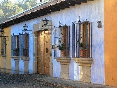 Guatemala antigua blue house casa de pueblo for Fachadas de casas de pueblo