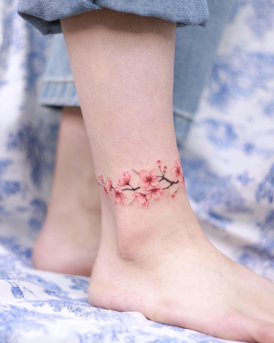 Flower Anklet Tattoo Studiobysol Donghwa Tattoo Studiobysol Koreantattoo Koreantattooshop Flow Skin Color Tattoos Anklet Tattoos Ankle Tattoo Designs