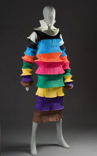 Issey Miyake In 2020 Issey Miyake Japanese Fashion Designers Deconstruction Fashion