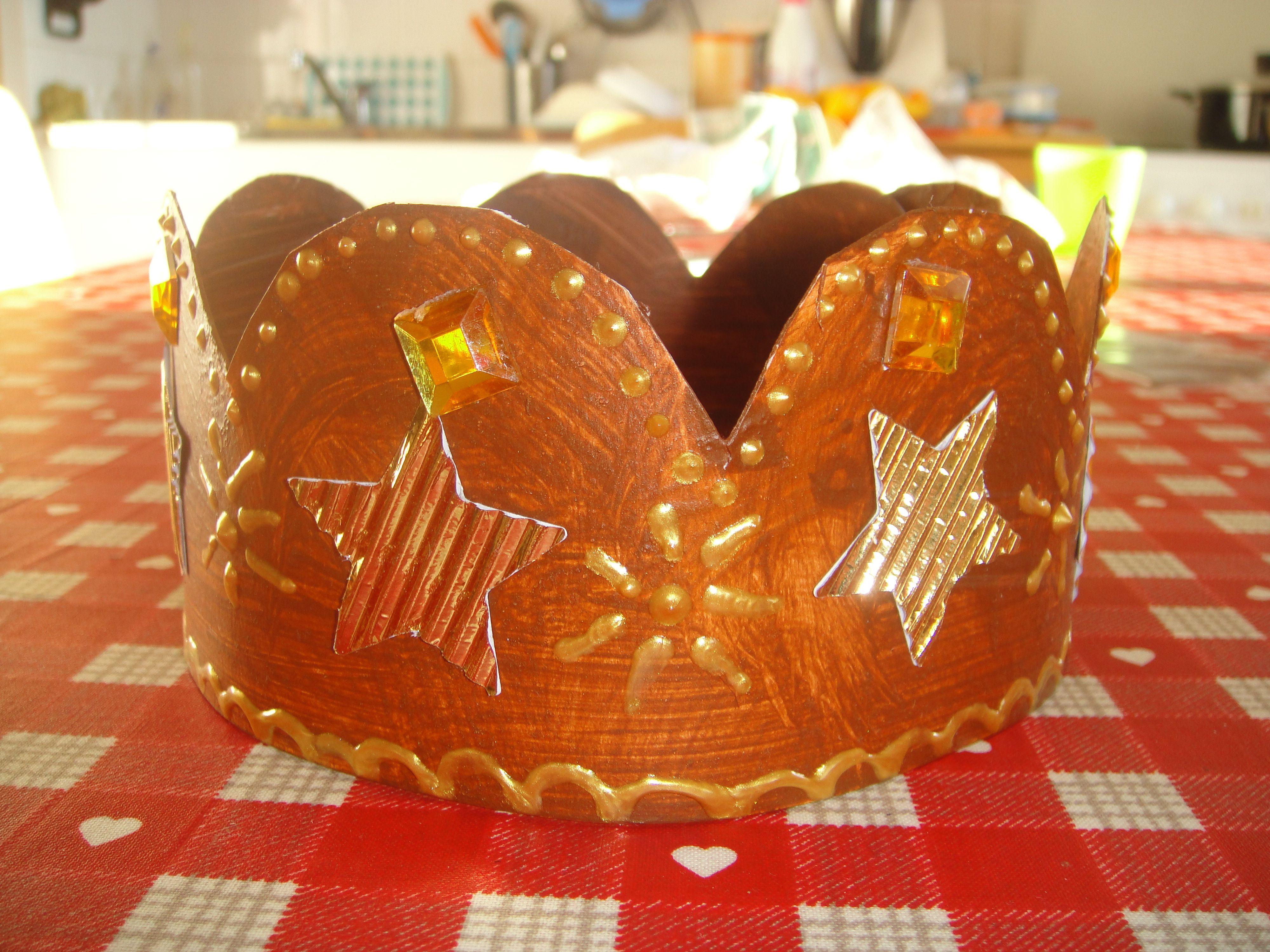Couronne des rois rois et reines couronnes pinterest for Decoration galette des rois