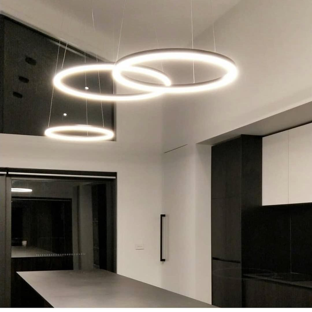 Illuminating Kitchen Lighting: Rotondo Rings Illuminating Over This Modern Kitchen Island