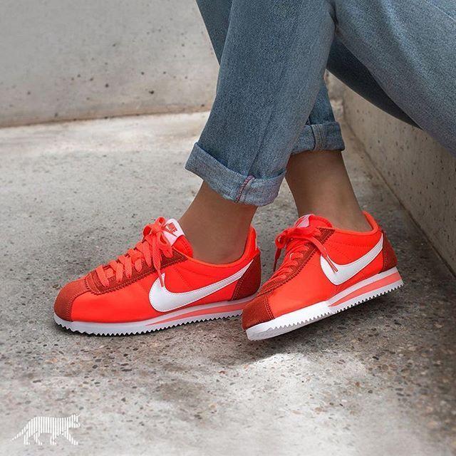 factory authentic 4f135 47aa4 Trendy Sneakers 2017  2018   Sneakers femme Nike Cortez Nylon  asphaltgold sneakerstore Nike Tenis, Orange