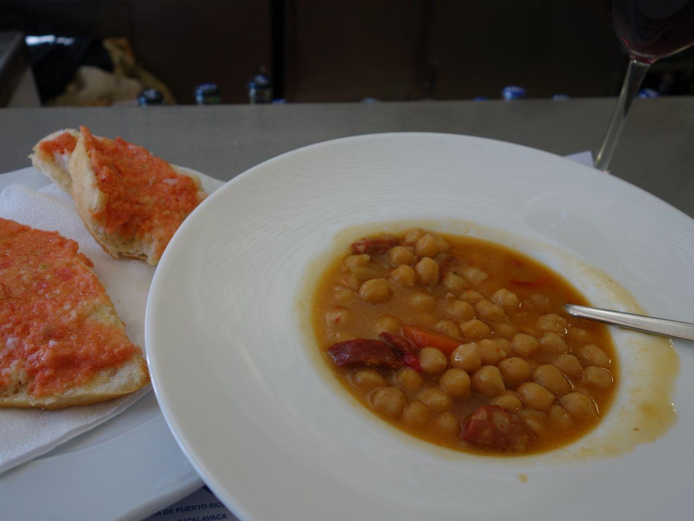 Pan tomato, Cazuela de garbanzos con chorizo - Restaurante Hemingway, Tejeda, Gran Canaria.