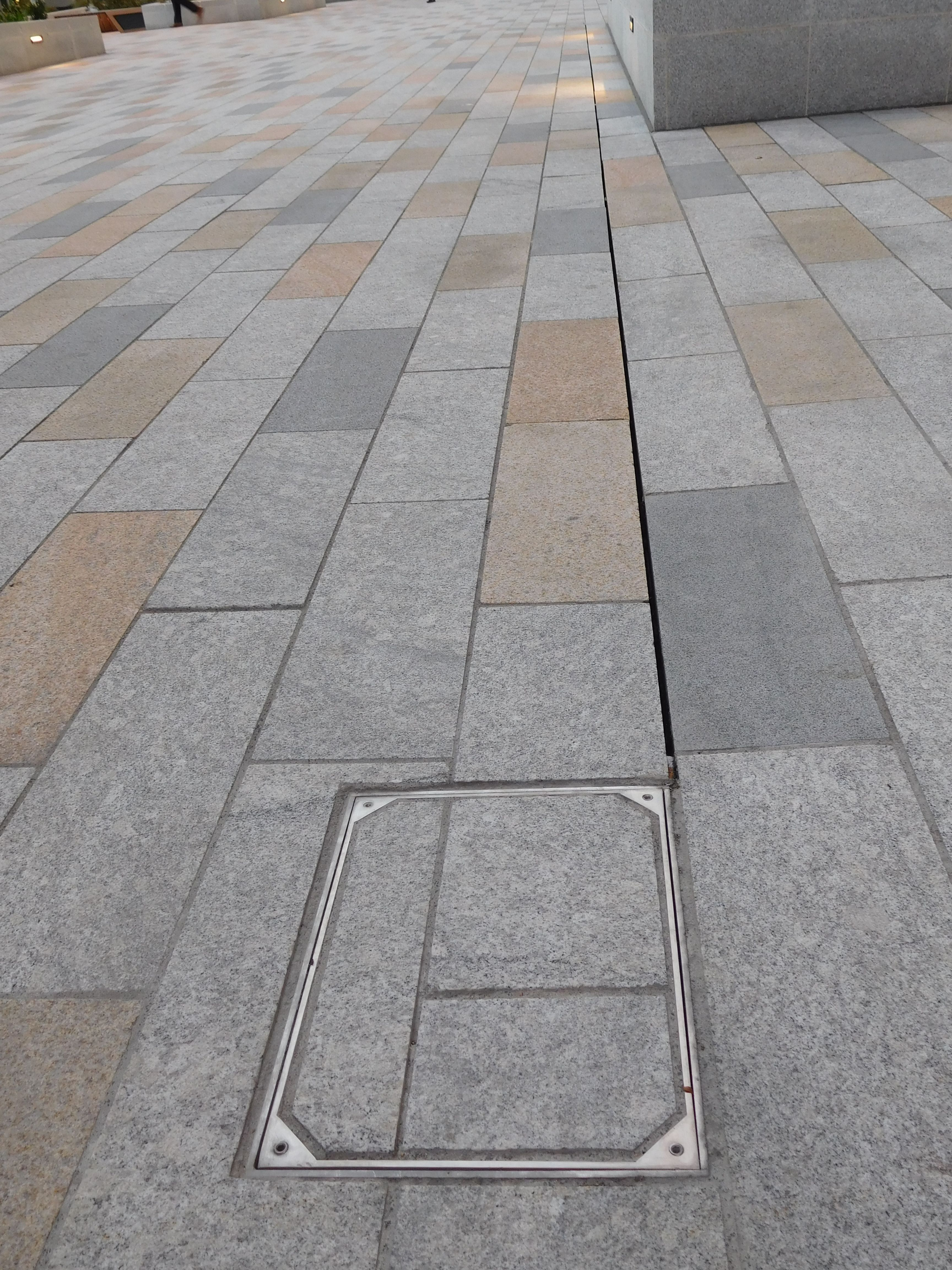 Thomas More Square Slot Drain Floor Drains Courtyard Design Outdoor Tiles