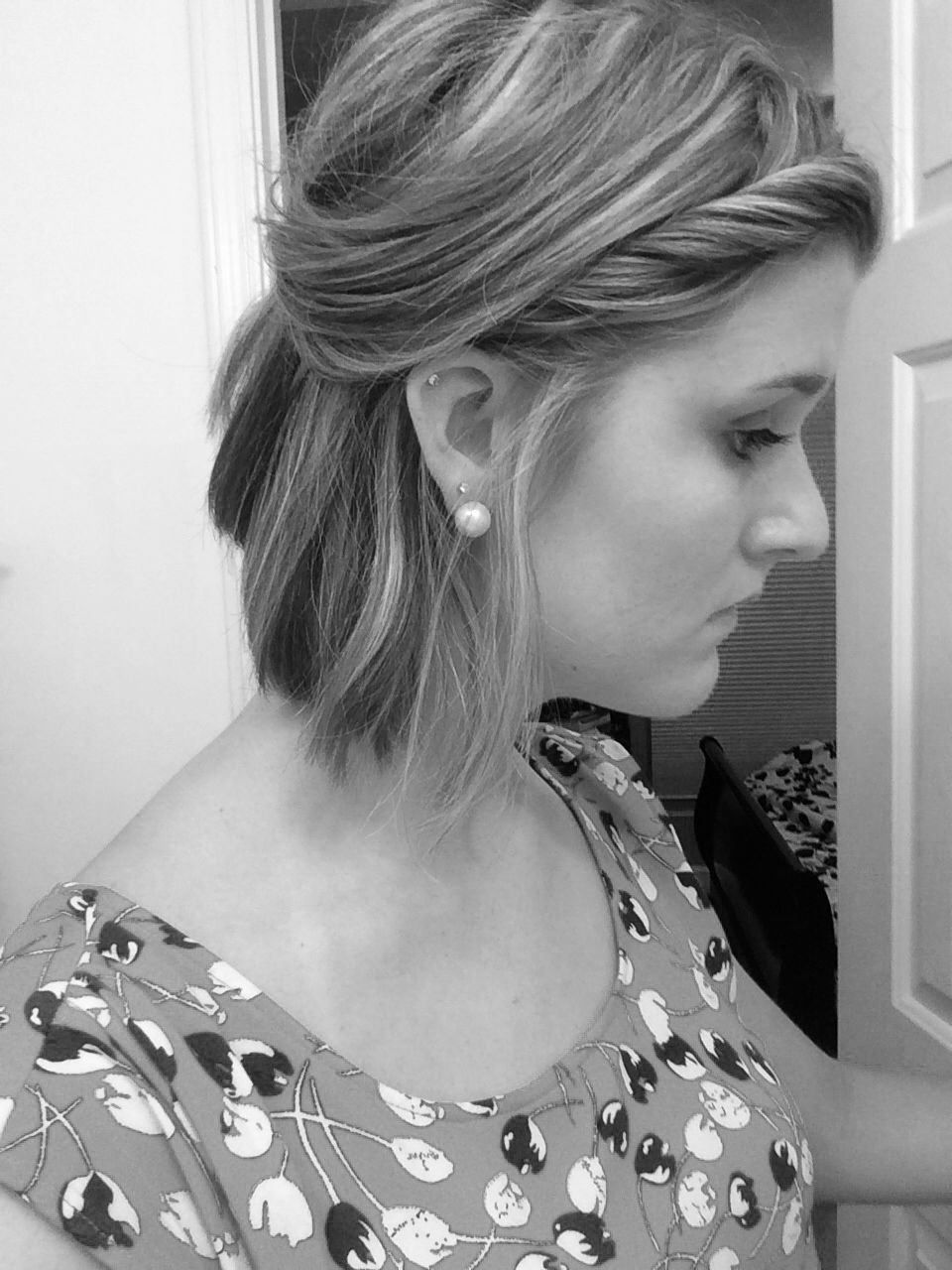 Easy cute half up half down style for short hair beauty