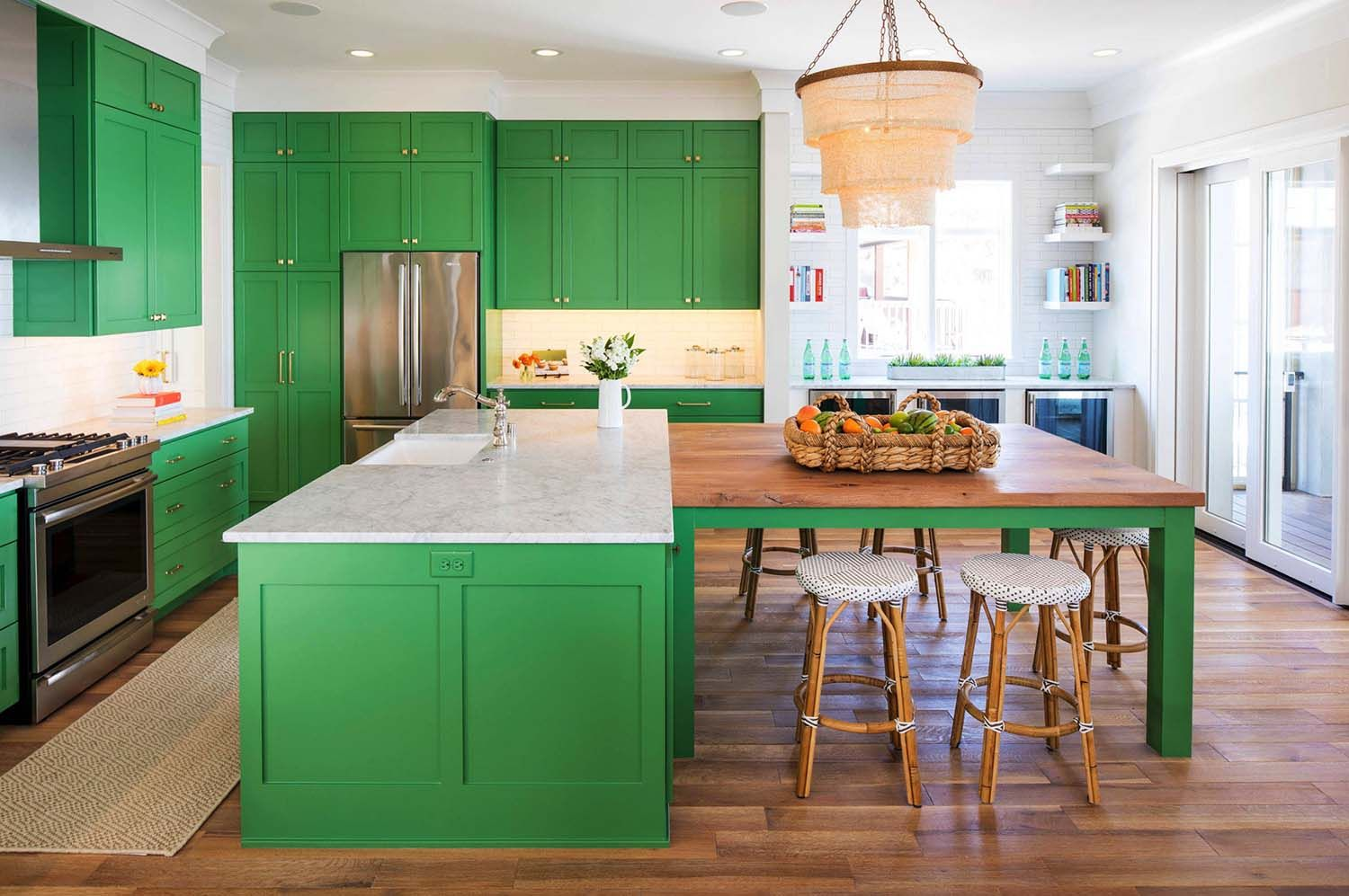 Minnesota Home Showcases Beach Style With Playful Pops Of Color Building A Kitchen Lake House Kitchen Green Kitchen Cabinets
