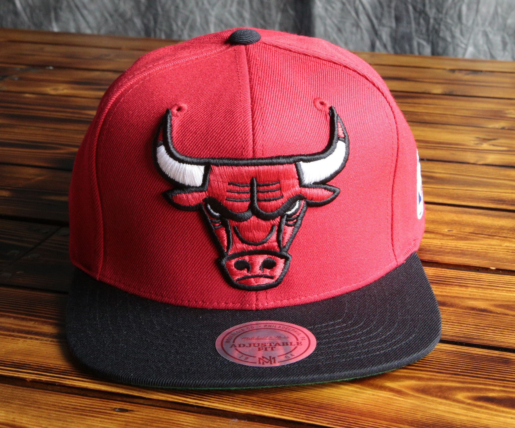 3572a9c5 Chicago Bulls Mitchell & Ness XL Logo Snapback Hat   SNAPBACKS ...