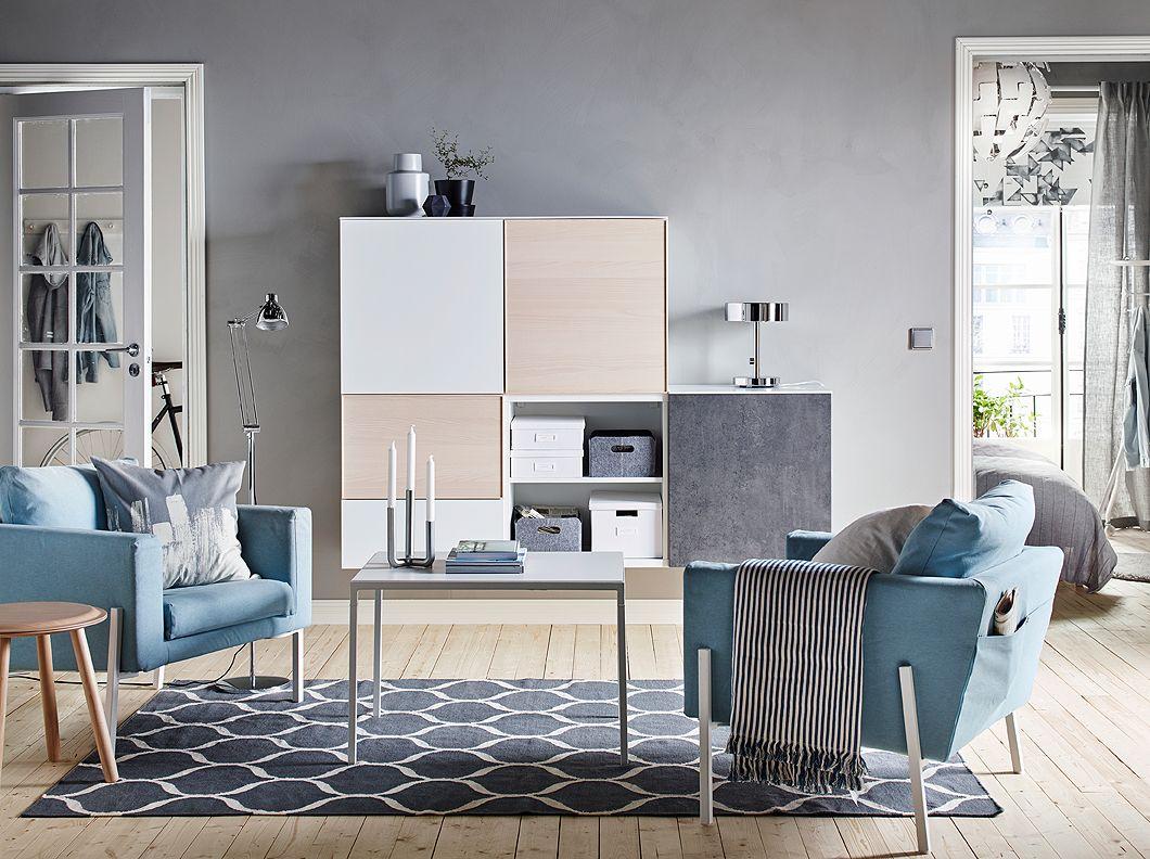s jour apaisant bleu et gris avec deux fauteuils bleus et. Black Bedroom Furniture Sets. Home Design Ideas