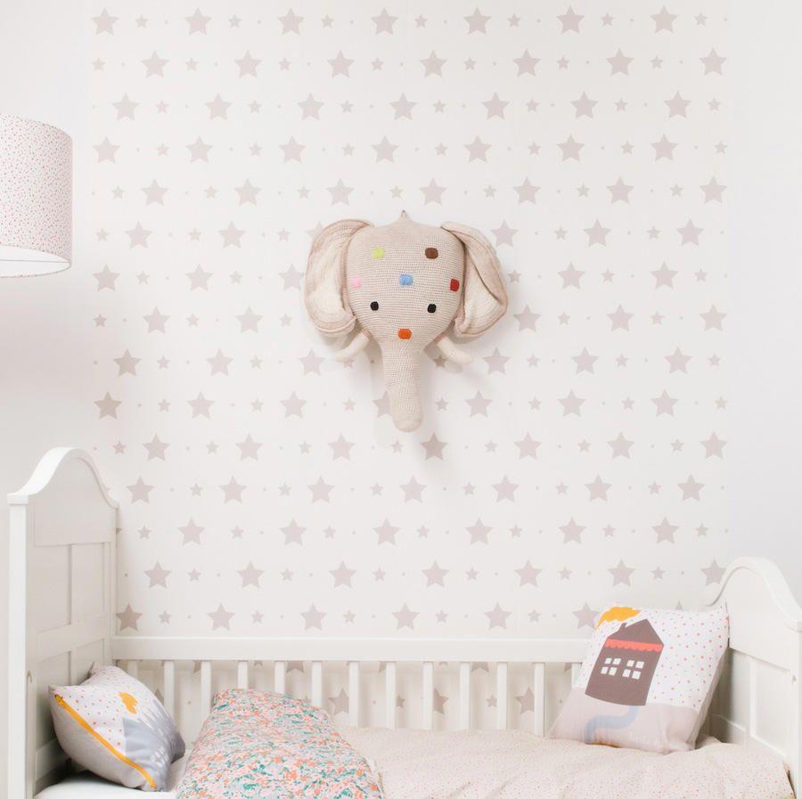 Mural Papel Pintado Con Estrellas Y Estrellitas Gris Piedra Tienda Online Telas Papel Papel De Pared Infantil Habitaciones Infantiles Cunas Para Bebes