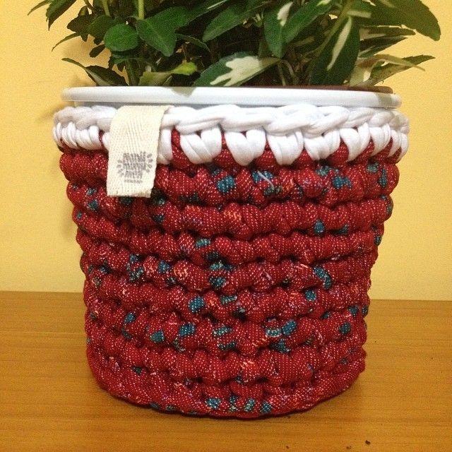 Vermelho morango com branco | Capa para cachepot  - ManüMonuMei