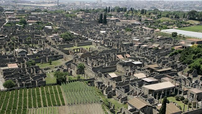 Ruins of Pompeii: amazing aerial view from a hot air balloon (May, 2005)