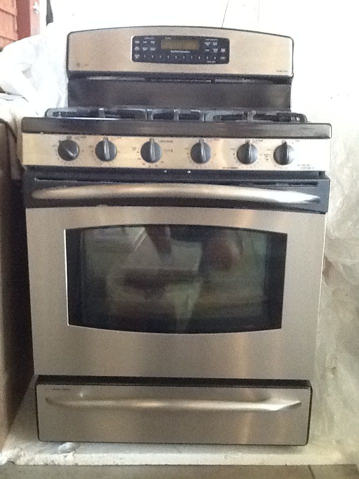 Ge Profile Stove Oven In Extrastuff S Garage Sale Northfield Mn