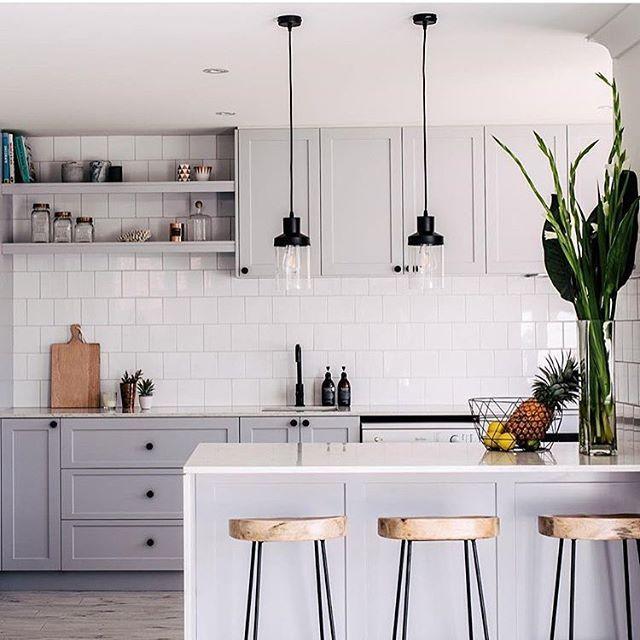 Light Grey Kitchen: Cozinha •• Armários Cinza Claro Com Metais E Puxadores