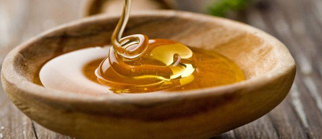 Aderezo de miel Ingredientes 2 cucharadas de mostaza 3 a 4 cucharadas de aceite de canola 1 cucharada de miel 1-1/2 cucharadita de vinagre de sidra de manzana ½ diente de ajo, finamente picado 1 pizca de sal