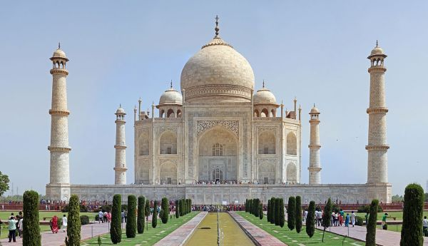 10 Famous Buildings That You Absolutely Must See Famous Buildings Taj Mahal India Taj Mahal