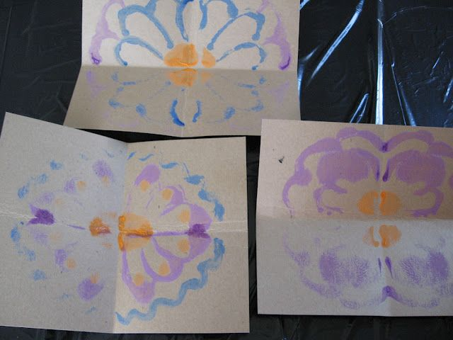 Symmetrical Flowers - Mixing Art and Math