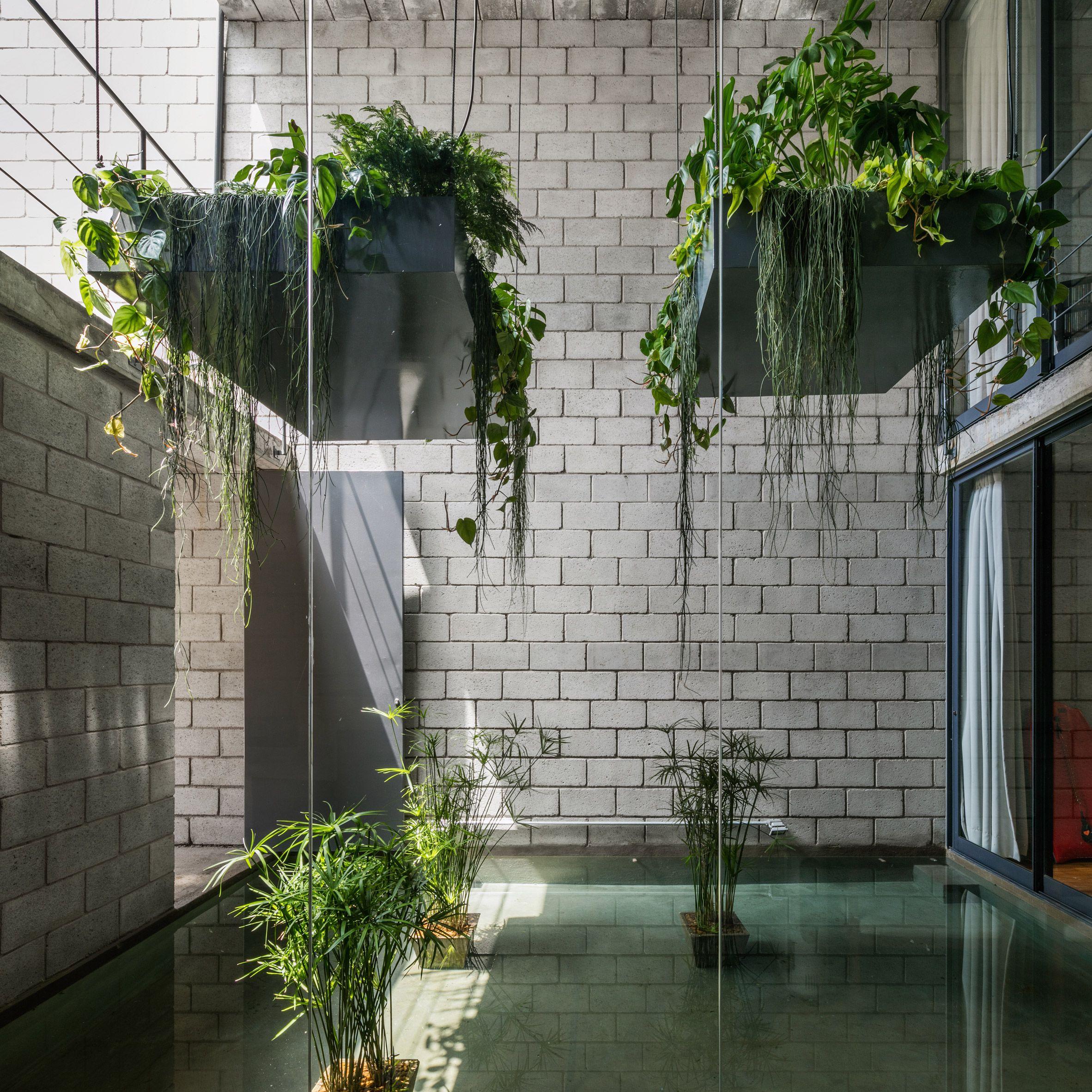 Brazilian Studio Terra E Tuma Has Designed A Slender Urban Home With Concrete Block Walls And Rooms Organise Concrete House Architecture Apartment Architecture