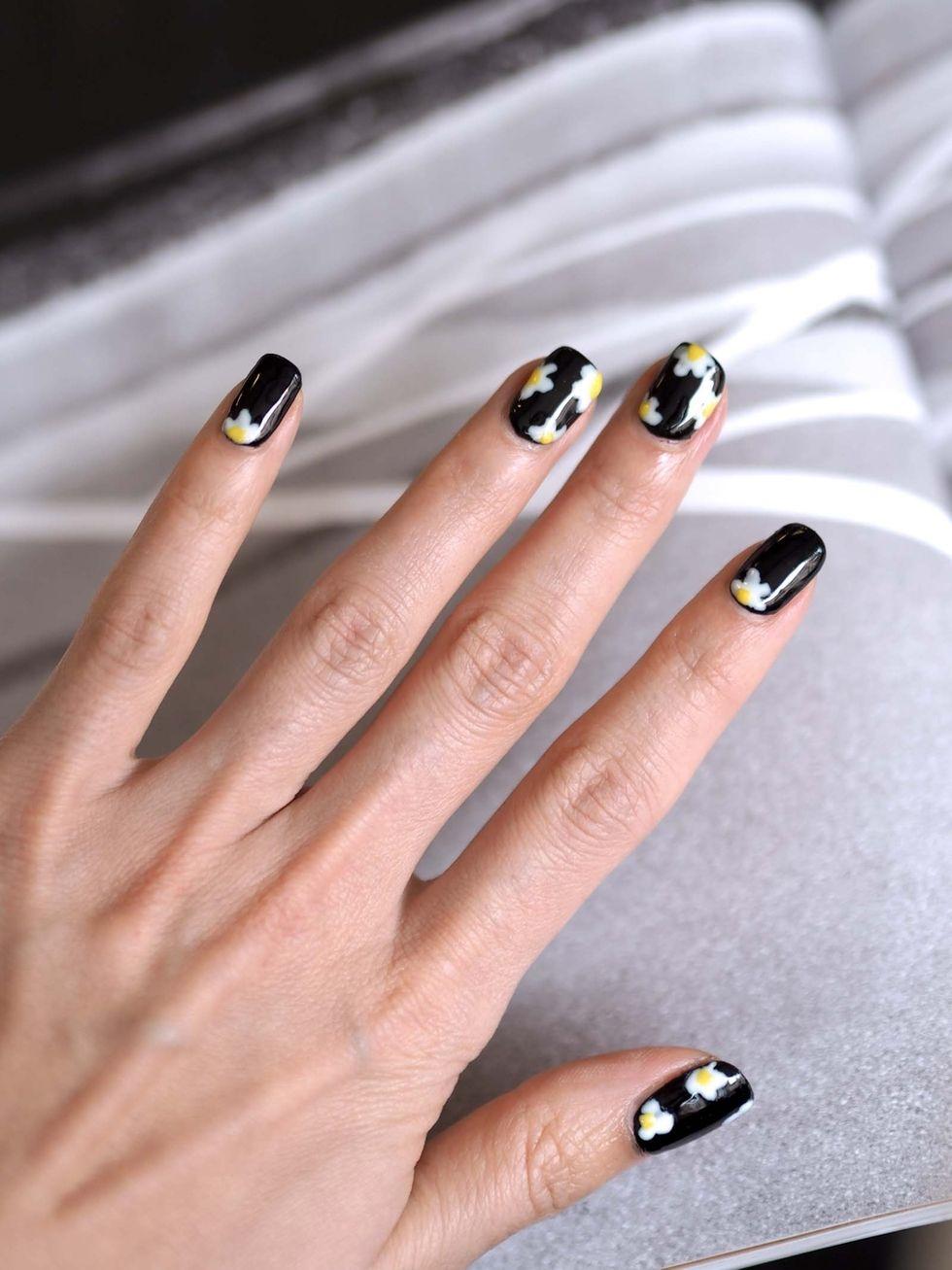 Floral summer nails | Photo: Pupulandia