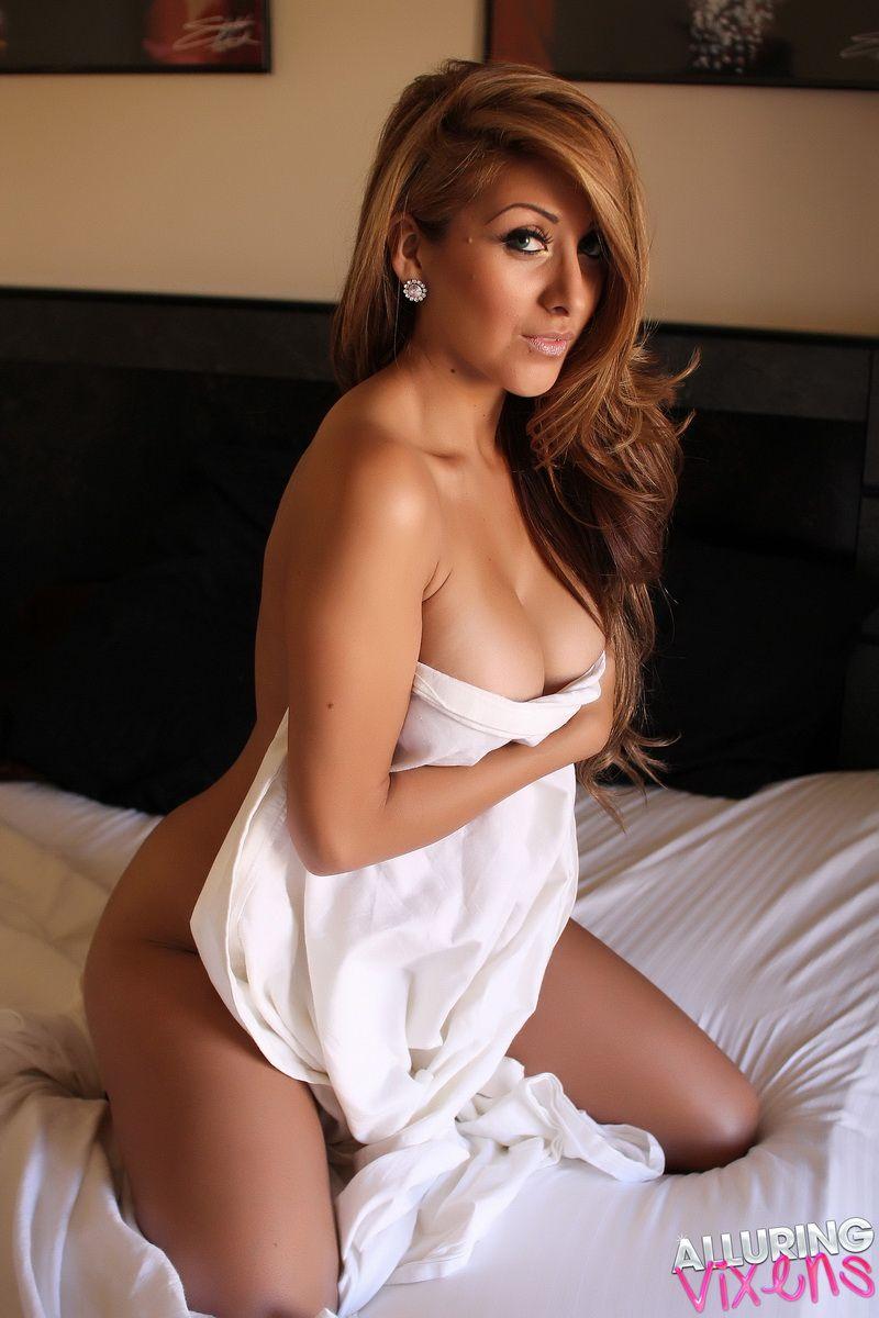 Sexy naked vixens