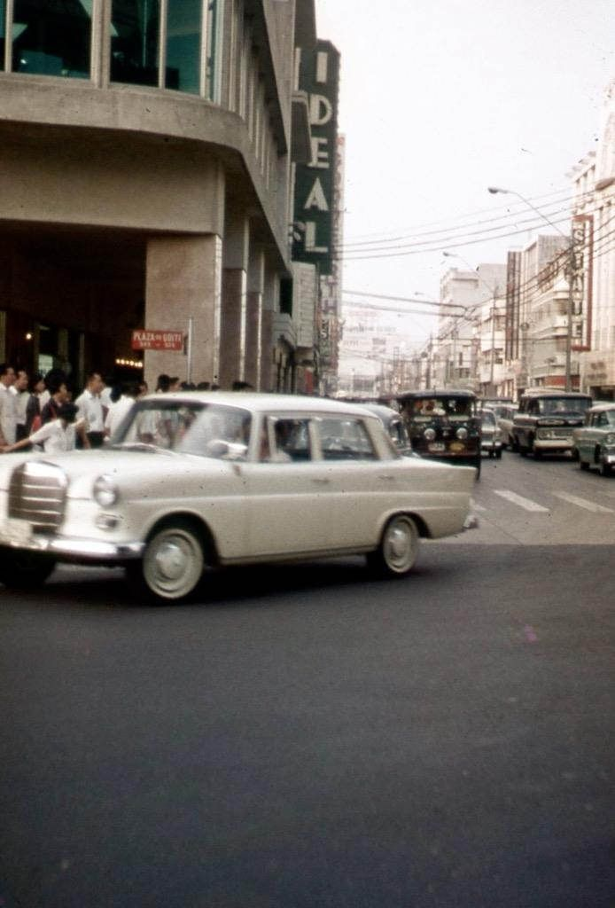 https://flic.kr/p/EE9huY | Avenida. Circa 1960 | Ideal Theater. State Theater. Plaza Goiti, Santa Cruz, Manila.