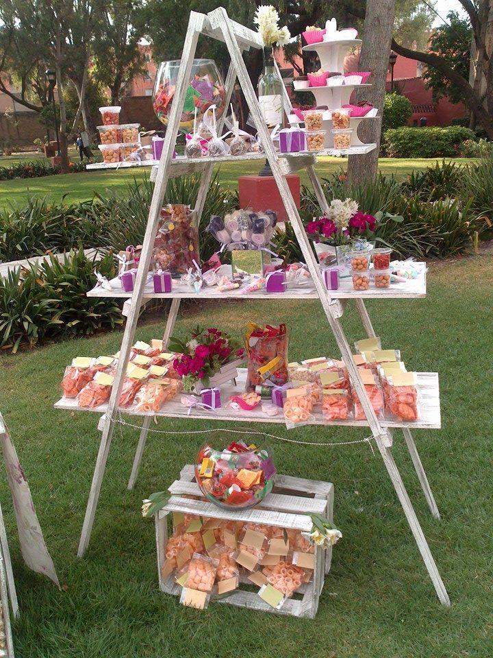 12 Mesas de dulces con rejas de madera